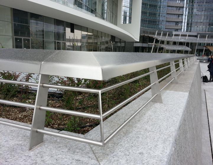 Prodotti in lamiera per l 39 architettura merkur srl for Arredo inox srl